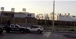 Video: En Celaya: Guanajuato Policías en persecución con Sicarios estrellan la patrulla contra ellos y los Sicarios huyen despavoridos
