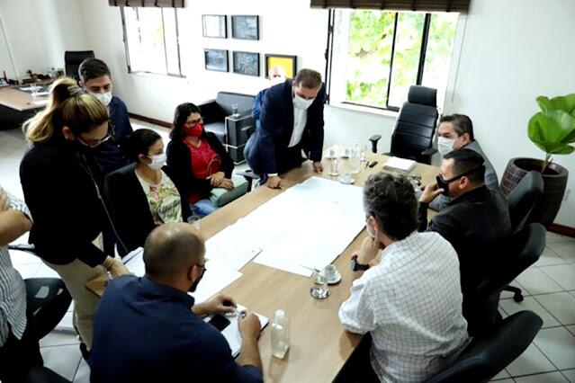 Prefeito analisa propostas de ampliação de estacionamentos no centro de Porto Velho