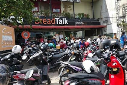 Jalan di Denpasar Macet Gara-gara ada Diskon Roti