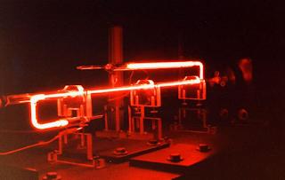 Laser gas helium-neon (He-Ne)