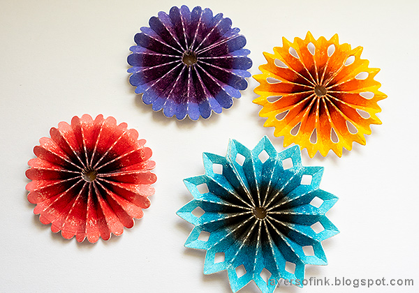 Layers of ink - Rosette Wall-hanger Tutorial by Anna-Karin Evaldsson