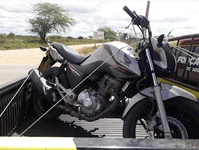 Em Pão de Açúcar/AL, Polícia prende homem com motocicleta roubada no povoado Jacarezinho