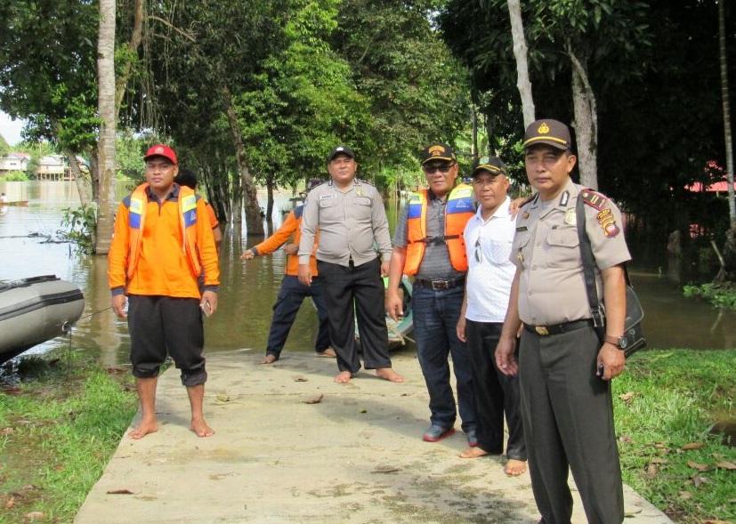 Camat dan Kapolsek Sekadau Hilir Gandeng BPBD Tinjau Kondisi Desa Tanjung