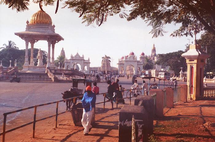 Mysore, Mysuru, Krishna Raja Circle, © L. Gigout, 1990