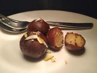 Serving garnished kala jamun for kala jamun recipe
