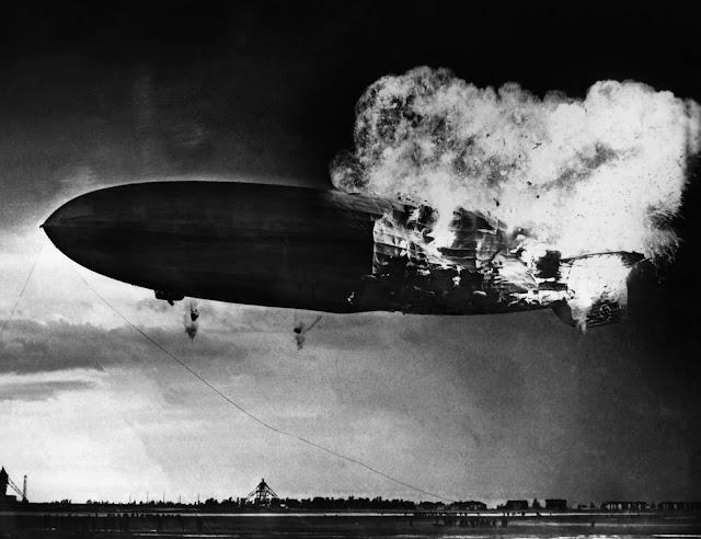 Dirigible Hindenburg en llamas