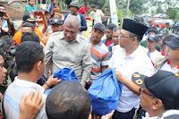 Gubernur Temui dan Beri Bantuan Warga Terdampak Puting Beliung di Dompu