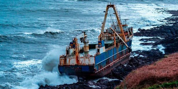 """"""" سفينة اشباح """" ترسو بشواطئ ايرلندا دون وجود اي شخص بداخلها"""
