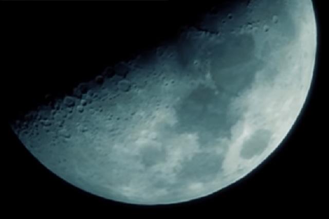 Descubren una enorme masa metálica bajo el suelo de la Luna