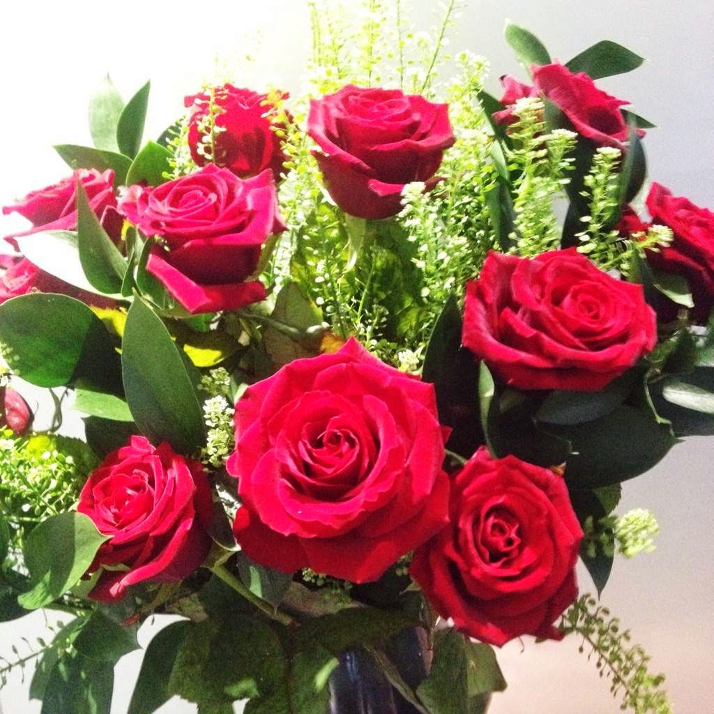 Classic Valentine's Day gift - dozen red roses from Appleyard London