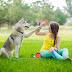 Παίζοντας με τον σκύλο!....