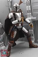 S.H. Figuarts The Mandalorian (Beskar Armor) 20