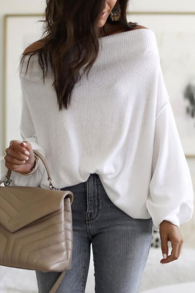 Are you wondering which pieces of clothing are in style this winter? Here we've prepared a complete list of the best winter fashion lookbook. Women's Outfit Ideas via higiggle.com | White Jumper | #winterstyle #fashion #jumper #sweater