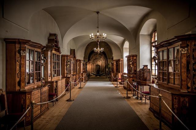 Corredor entre salas, biblioteca del Monasterio de Strahov :: Canon EOS5D MkIII | ISO200 | Canon 17-40@29mm | f/4.0 | 1/25s