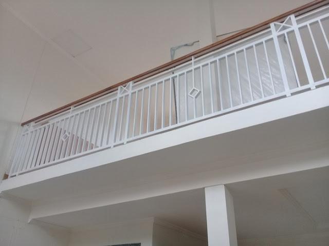 balkon-minimalis-kayu-besi