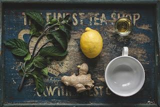 Infusión de jengibre, menta, limón y miel