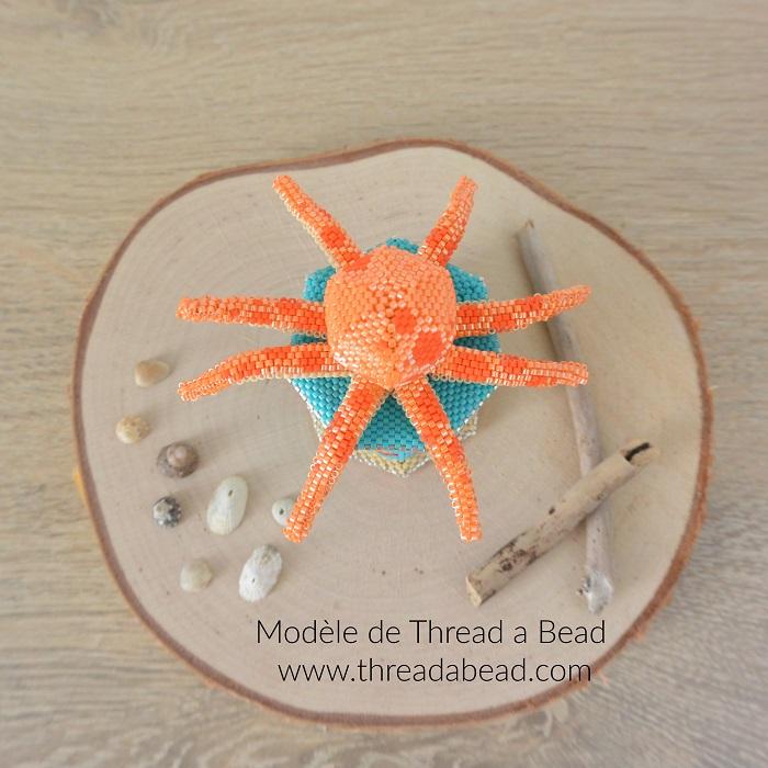 Boite octopus en perles Miyuki, modèle de Thread a Bead, tissée en peyote circulaire et brickstitch par Hello c'est Marine