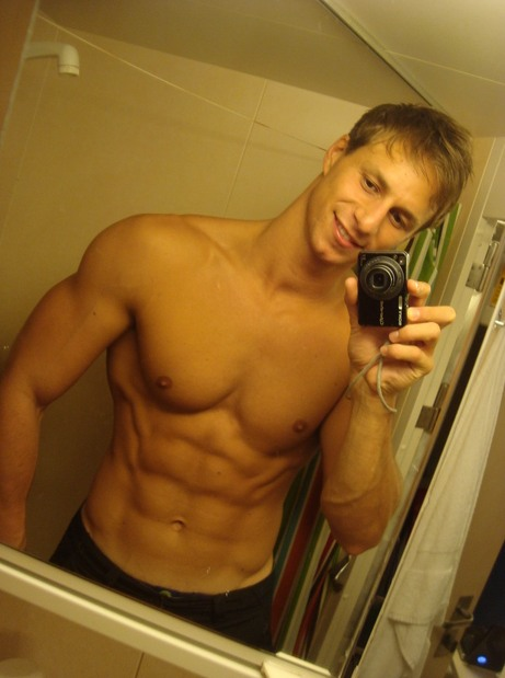 fit-shirtless-guy-abs-smiling-selfie