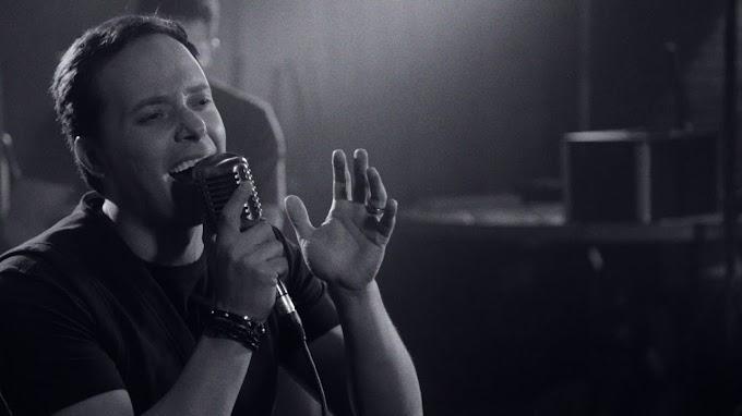 """""""Grande Deus"""": assista ao novo clipe acústico de André Valadão"""