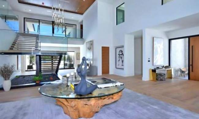 priyanka-chopra-new-luxury-house-inside-pics