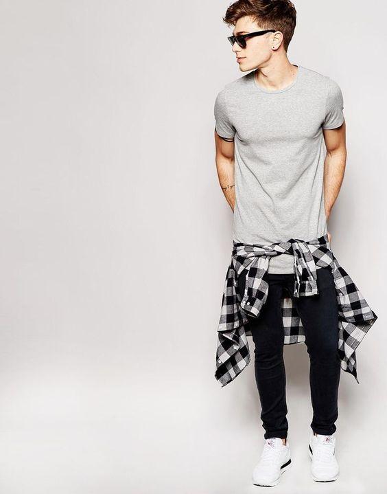Look Masculino Básico com Camiseta Cinza Básica