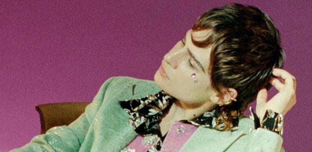 """Christine and the Queens retorna sofrendo como nunca em seu novo single """"People, I've Been Sad"""", confira agora!"""