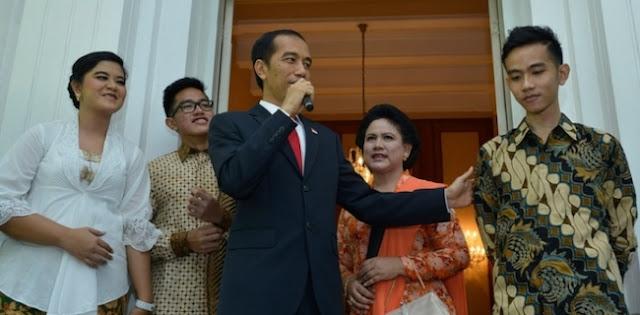 """Rayuan istana kepada Akhyar Nasution agar tidak maju dalam Pilkada Medan, seakan menunjukkan Jokowi sedang ingin membentuk the new political dynastic order atau tata dinasti politik baru yang berasal dari keluarganya,"""" ujar Saiful Anam kepada Kantor Berita Politik RMOL"""