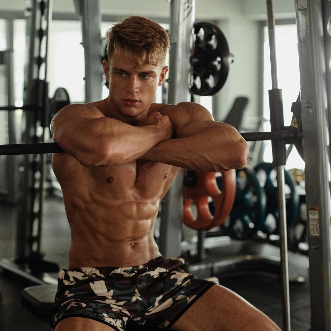 hot-blond-dudes-gym-bro-fit-shirtless-body