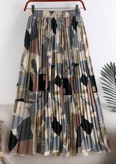 Padanan yang pas untuk rok plisket dengan motif