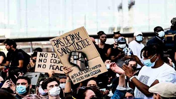 Manifestantes rinden tributo a George Floyd en París, Francia