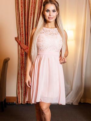 vestido por encima de la rodilla en rosa palo