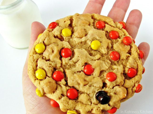 GIANT Soft Peanut Butter Oatmeal Cookies from @KatrinasKitchen