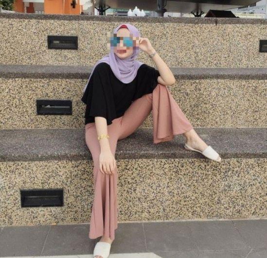 Pose Foto Wanita Berhijab Berparas Cantik