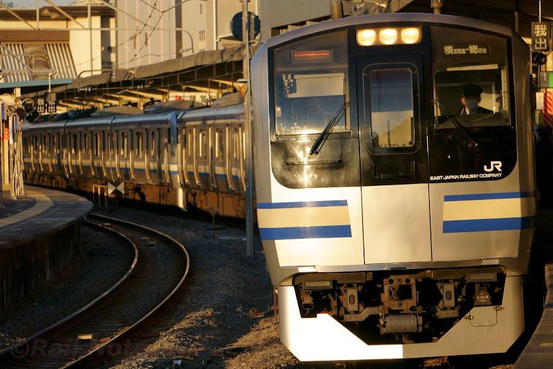成田駅に到着するE217系