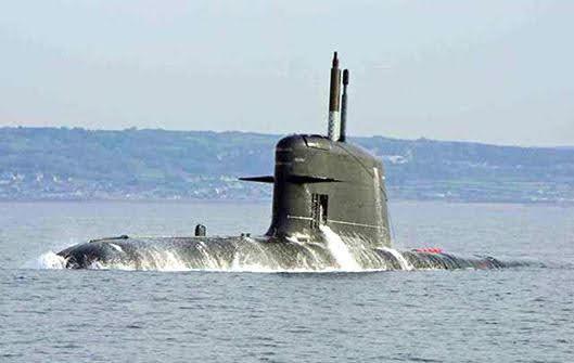 Submarino Scorpene haciendo superficie (Naval Group).