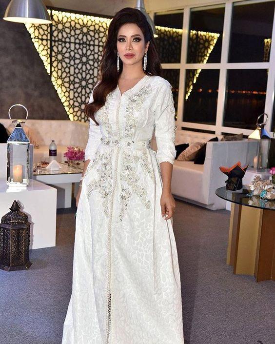 Notre boutique caftan Marocain vente en ligne   confection sur mesure de  robes orientales takchita pas cher   caftan-fatimazahra.com  084a16db845