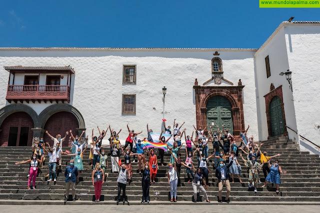 """La Palma """"hace historia"""" con la creación de la Red Diversa, que desde hoy une a todas las instituciones en favor del colectivo LGTBI"""