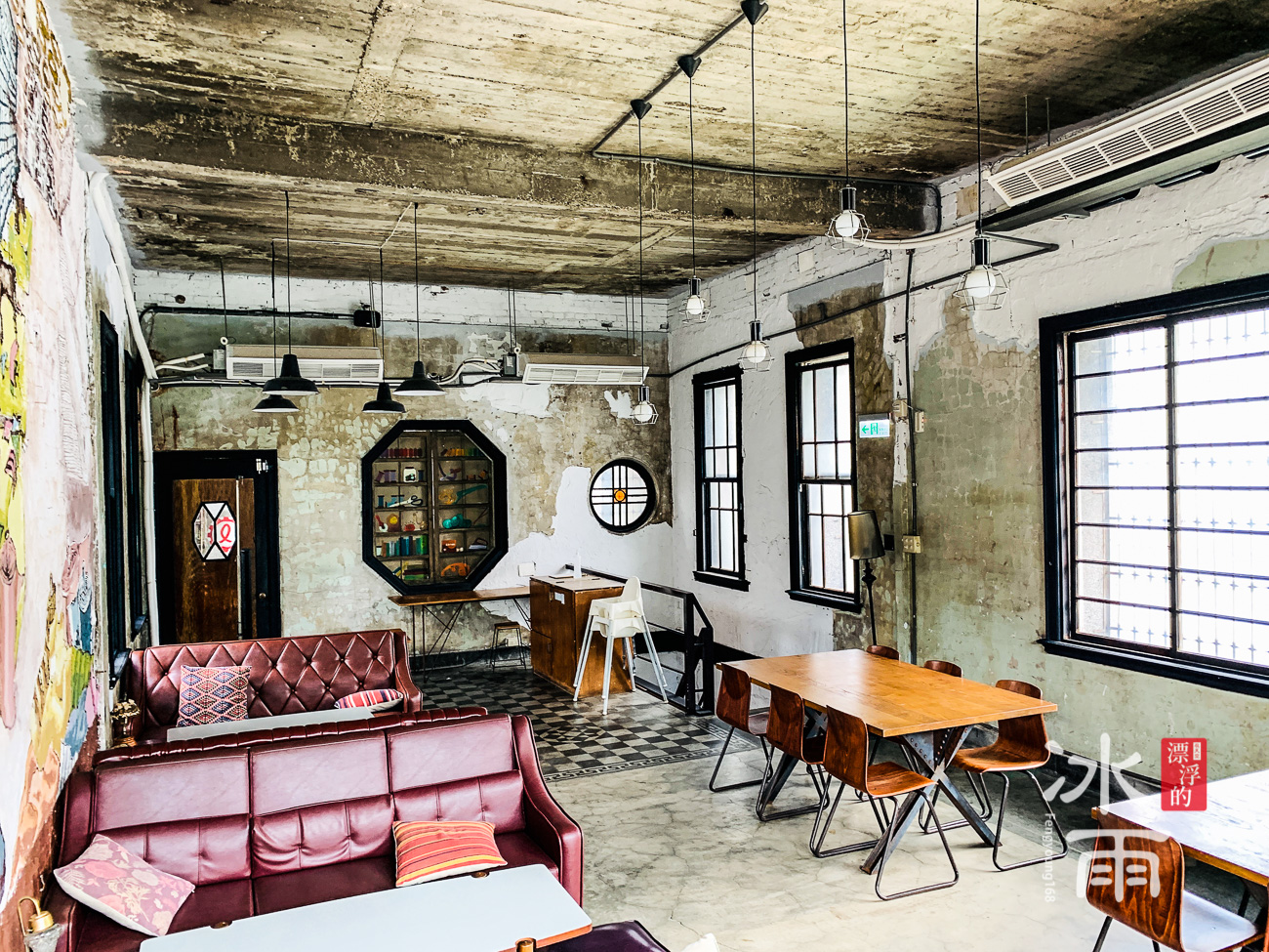 三樓整體空間都有這種簡單的氛圍,非常清爽又帶著歷史感