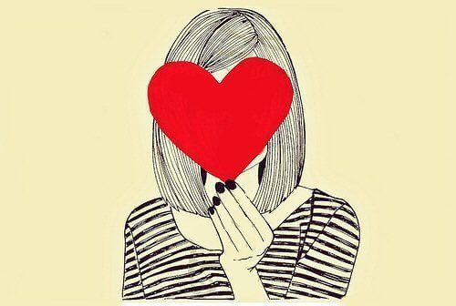 ilustración de chica con un corazón rojo tapando su cara