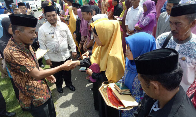 Cakka Antarkan Luwu Terbanyak Serahkan Buku Nikah Gratis di Sulsel