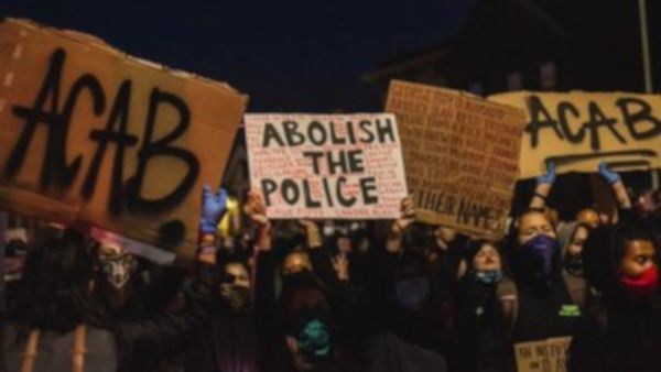 Muere agente federal durante protestas en Oakland, California