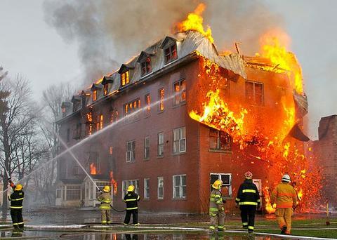 Tingkat Resiko Kebakaran pada Bangunan Bertingkat