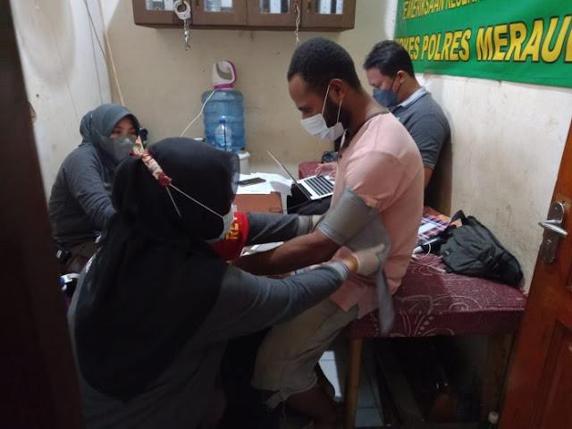 19 Penghuni Rutan Polres Merauke Laksanakan Vaksinasi Covid-19.lelemuku.com.jpg