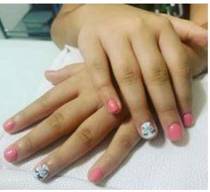 manos de niñas bonitas