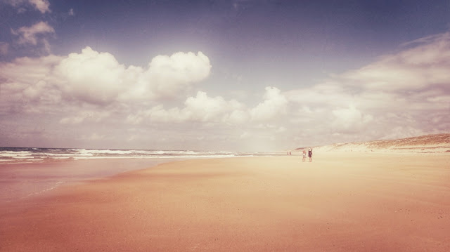 Sandstrand soweit das Auge reicht. Die Côte d'Argent im Südwesten Frankreichs.
