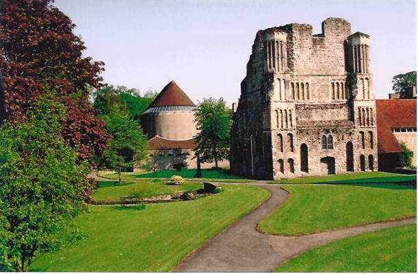 Malling Abbey (Norman West front and the modern church) - Photo Malling Abbey