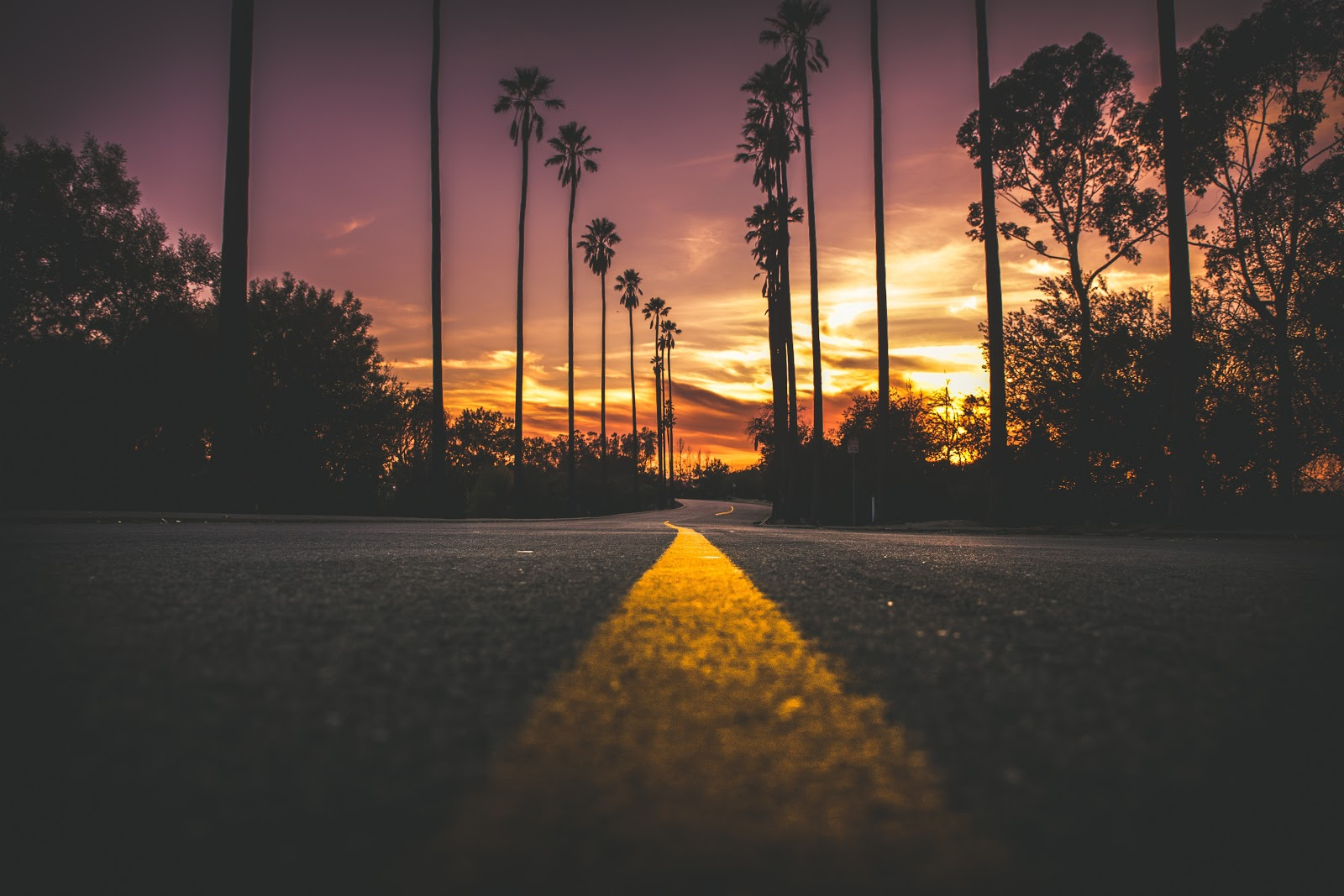 4k Wallpaper Android City Dark Road in City During Sunset