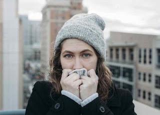 هل تعتقد أن النساء يشعرن بالبرد أكثر من الرجال؟