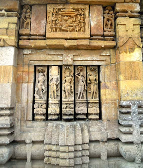 A balustrade window at the Brahmeswara Temple, Bhubaneshwar