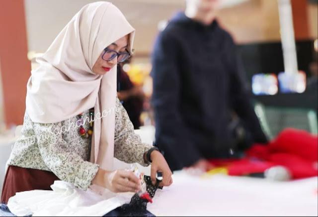 mengolah pakaian bekas jadi layak kembali bersama Sekolah Mode ESMOD Jakarta